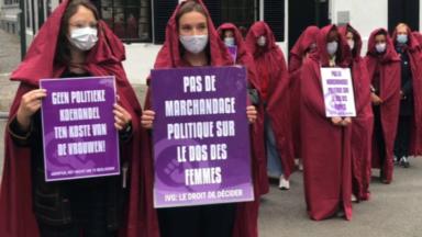 """Des """"servantes écarlates"""" dénoncent """"l'instrumentalisation"""" de la dépénalisation de l'avortement"""
