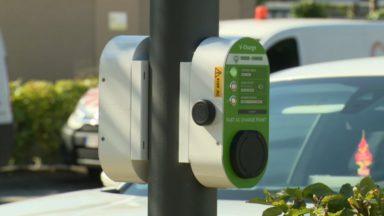 Sibelga va tester la recharge de voitures électriques via les poteaux d'éclairage public