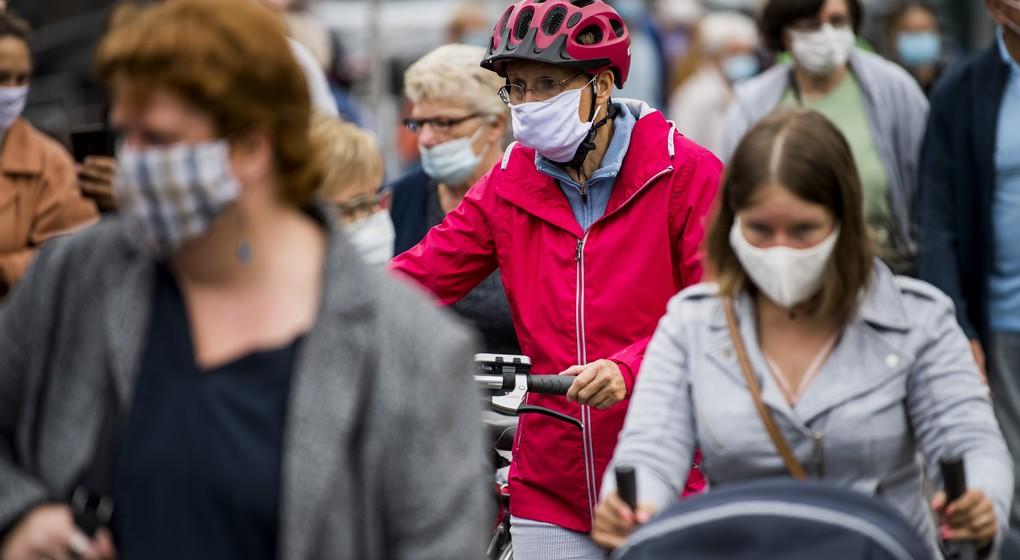 Citoyens avec masque Marché de Louvain - Illustration Belga Jasper Jacobs