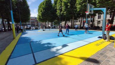 Bruxelles : une œuvre de street art sur un nouveau terrain de basket au Nouveau Marché aux Grains