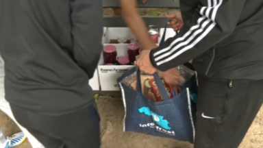 Anderlecht : lancé en confinement, ce projet de distribution de colis alimentaires cherche un local