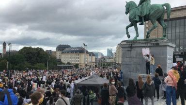 Un millier de personnes contre l'interdiction du foulard dans l'enseignement supérieur