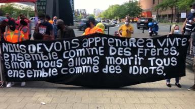 Appel à la régularisation des sans-papiers lors d'une manifestation rassemblant 200 personnes à Bruxelles