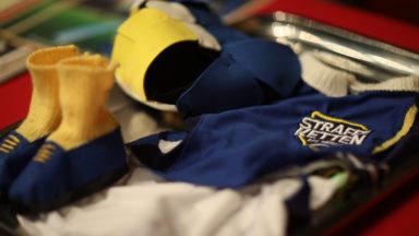 Le club de rugby Straffe Ketten a offert son 1046e costume au Manneken Pis