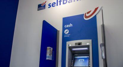 Bpost Banque Distributeur de billets - Belga Hatim Kaghat