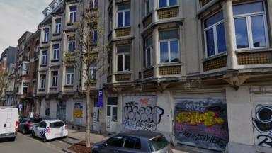 Un bâtiment vide de l'avenue de la Couronne abrite désormais des femmes et des enfants de la Voix des Sans-Papiers