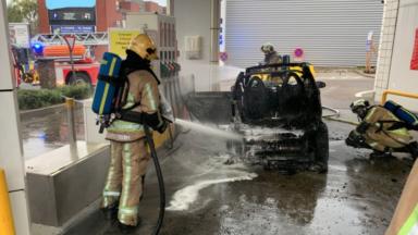 Schaerbeek : une voiture prend feu dans une station-service