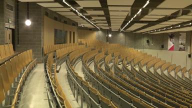 Des spectacles dans les auditoires de l'ULB pour respecter la distanciation sociale