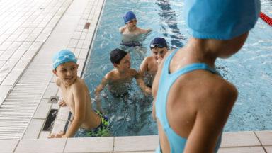 Vague de chaleur: une bonne partie des piscines bruxelloises affichent complet