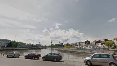 Les pompiers de Bruxelles viennent à la rescousse d'une péniche à Anderlecht