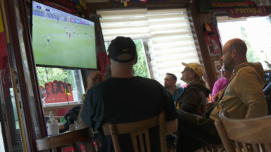 Union Saint-Gilloise : les supporters suivent la rencontre dans des cafés bruxellois