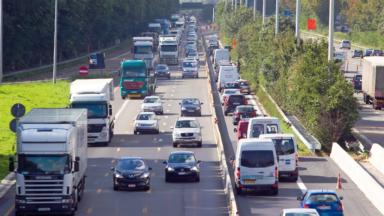 """Un """"couloir de secours"""" doit rester libre sur les autoroutes à partir de demain"""