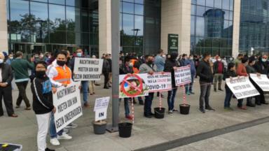 Coronavirus : les gérants de nightshops manifestent devant la Tour des Finances