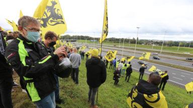 Le Vlaams Belang réuni plusieurs milliers de voitures pour manifester au Heysel