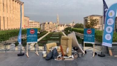 Action de Bruxelles-Propreté au Mont des Arts pour dénoncer les déchets clandestins