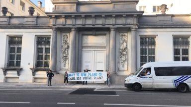 La police a de nouveau arrêté des activistes d'Extinction Rebellion au Palais royal