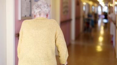 La maltraitance des personnes âgées, un phénomène peu étudié en Belgique (KCE)