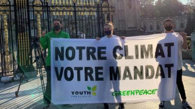 Greenpeace et Youth for Climate réalisent une action devant le Palais Royal
