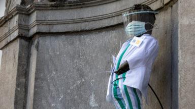 En l'honneur des héros du réseau IRIS, Manneken-Pis a enfilé une tenue de soignant