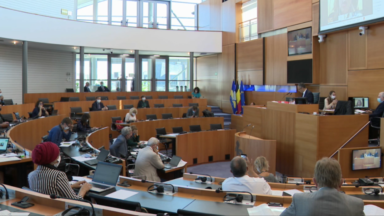 Le parlement bruxellois fait sa rentrée avec de nombreux absents
