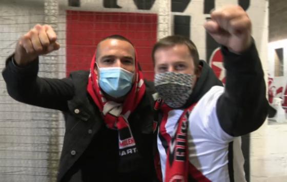 Deux supporters molenbeekois lors du derby face à Saint-Gilles