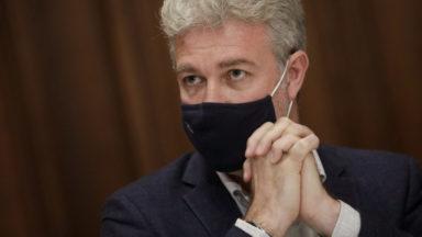 Contrôle des quarantaines par les communes : tensions entre majorité et opposition au parlement bruxellois