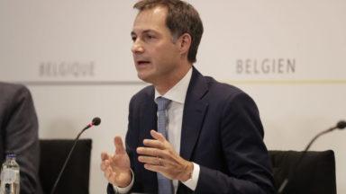 """Ce lundi, la Belgique entre dans un confinement limité pour éviter """"l'isolement social"""""""