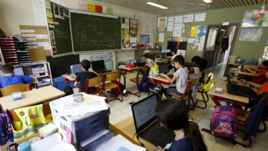 Des étudiants instituteurs en renfort dans les écoles maternelles et primaires de la Ville de Bruxelles