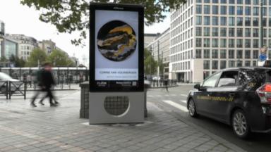 Cube Art Fair présente des œuvres d'artistes internationaux sur des panneaux d'affichage numérique