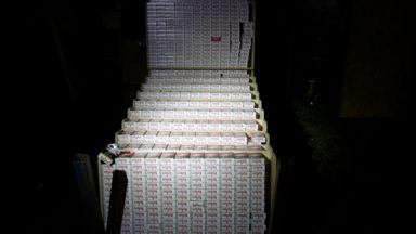 Molenbeek : la douane découvre une fabrique illégale de cigarettes