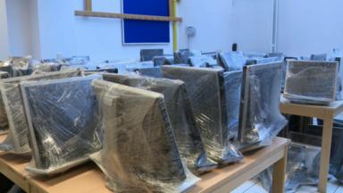 Enseignement à domicile : Bruxelles organise la distribution d'ordinateurs