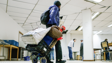 Des attestations de non-hébergement distribuées aux sans-abri en rue à Bruxelles