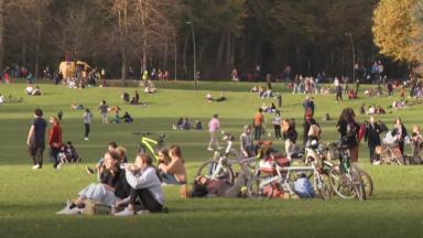 La police bruxelloise inquiète de l'utilisation fréquente de gaz hilarant chez les jeunes