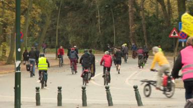 Bois de la Cambre : des centaines de cyclistes pédalent pour dire non à la réouverture du bois aux voitures