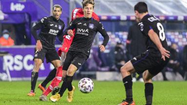 Football: Anderlecht et le Standard se quittent dos à dos (0-0)