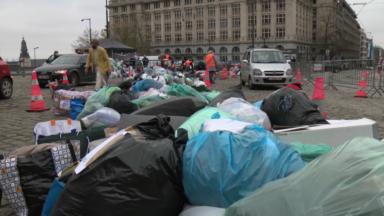 Grande collecte de vêtements pour les sans-abri : la solidarité au rendez-vous sur la place Poelaert