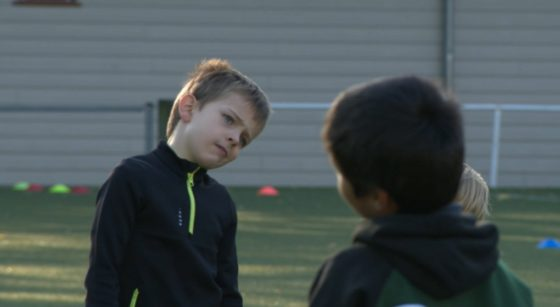 Des enfants du Kituro s'échauffent avant leur entraînement de rugby ce samedi.