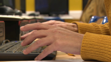Ecole à distance : des formations pour aider les parents à maîtriser les outils informatiques