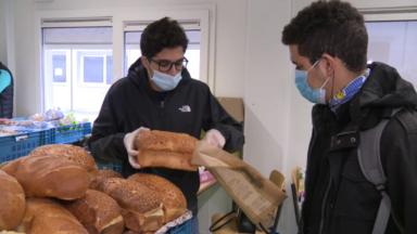 Des jeunes de Ganshoren collectent de la nourriture destinées aux plus démunis