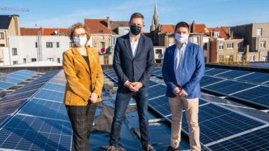 Laeken : plus de 600 panneaux photovoltaïques installés sur le toit de la piscine