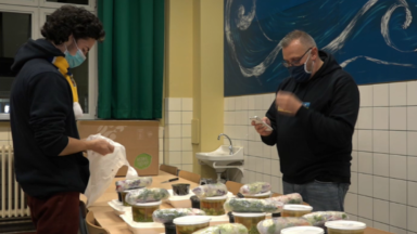 Union Saint-Gilloise : des supporters ont préparé et distribué des repas aux équipes des hôpitaux Iris-Sud