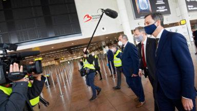 Le Premier ministre s'est rendu à Brussels Airport pour rencontrer les travailleurs touchés par la crise