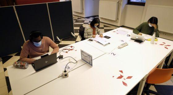 Étudiants Covid-19 Confinement Classe en ligne - Belga Eric Lalmand