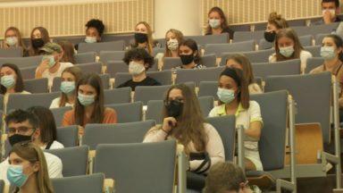 Professeurs et étudiants demandent une réouverture des auditoires en février