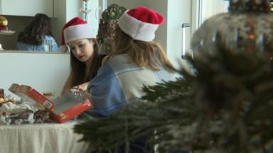 Des familles bruxelloises invitent un expatrié à la place d'un ami pour fêter Noël ensemble