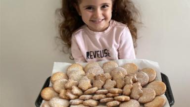 7000 biscuits de Noël distribués dans des maisons de repos bruxelloises et aux sans-abris