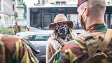 Ludivine Dedonder rencontre les militaires qui patrouillent à Bruxelles