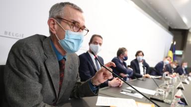 Le fédéral envisage de réaliser et financer des tests salivaires répétitifs sur les enseignants