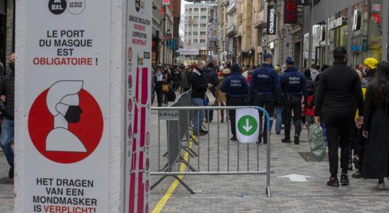 Clients Foule Passants Rue Neuve Masque Samedi 5 décembre 2020 - Belga Laurie Dieffembacq