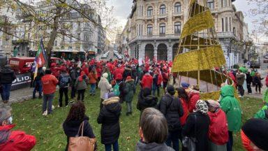 Près de 150 personnes manifestent à Bruxelles pour le droit de grève et de manifester